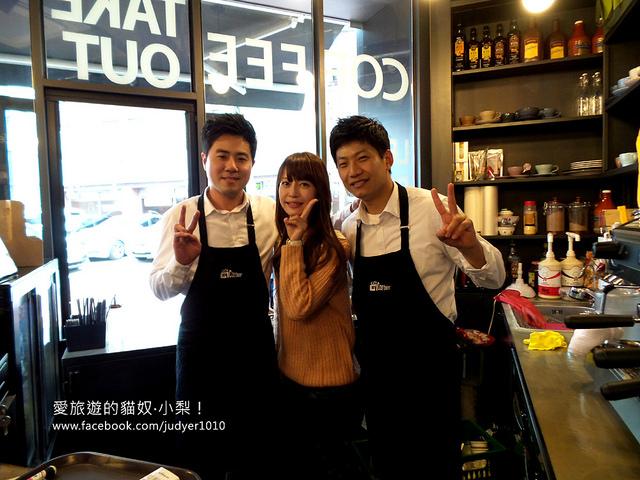 【韓國美食】Cafe Corner近鶴洞站!超推薦地瓜拿鐵跟葡萄冰沙,真材實料!拿小梨的新書去可以升等成大杯的哦~