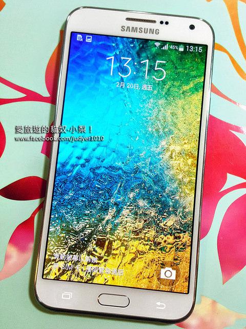 【Samsung GALAXY E7】5.5吋的HD高畫質大螢幕+電池超強大續航力,讓你可以隨時隨地E直看,是我追韓劇、看電影的好幫手!